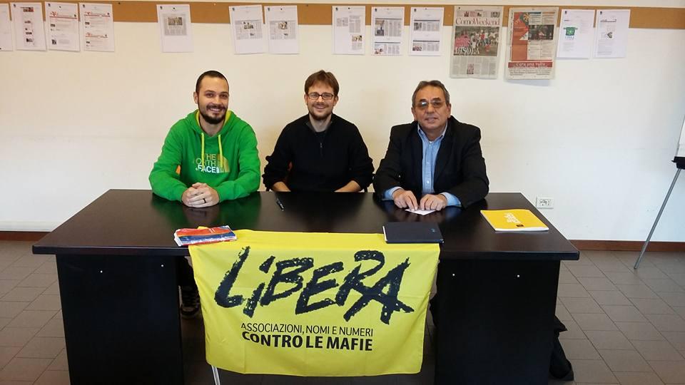 Stefano Tosetti (al centro) referente provinciale di Libera