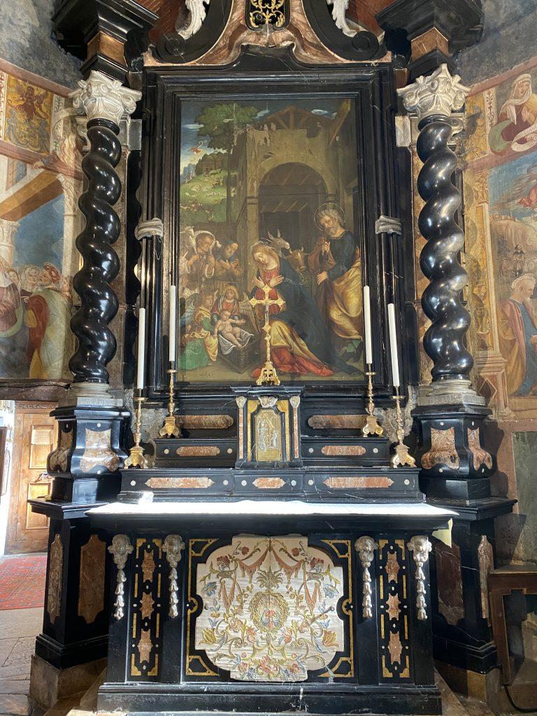 Sassella, altare